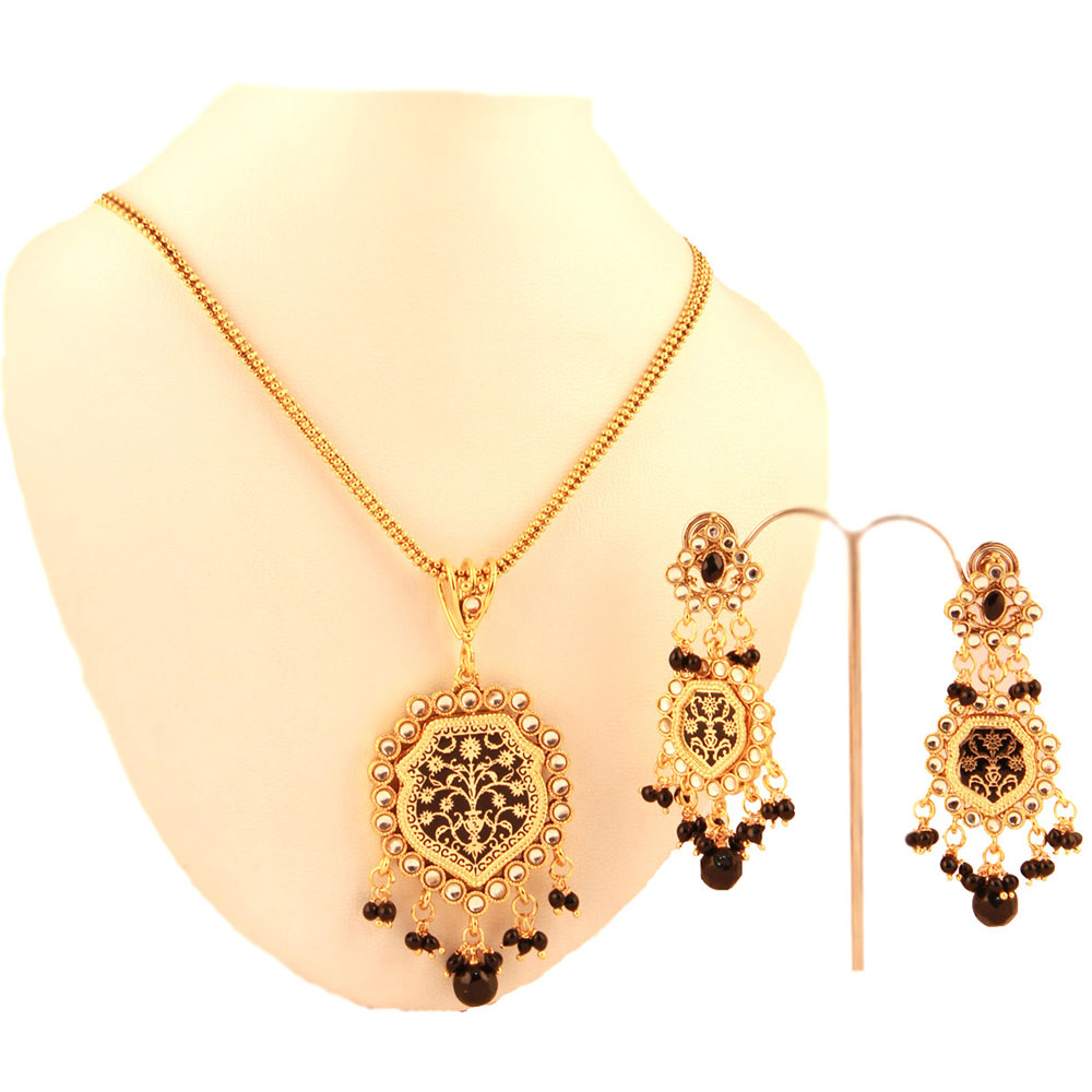 Black colored pendant set