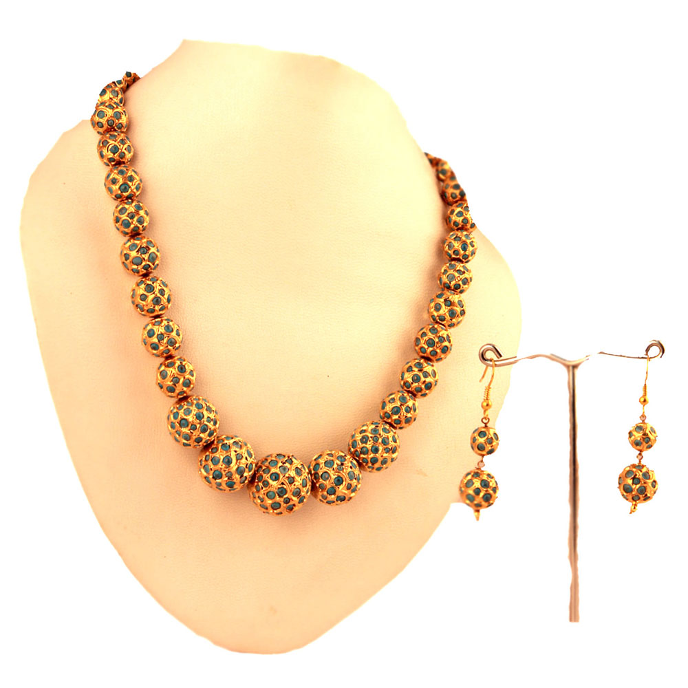 Emerald dyssemetric balls hanging necklace
