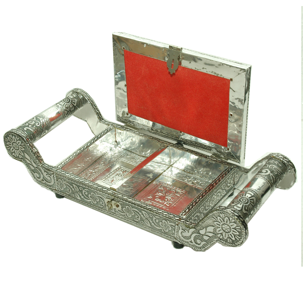 Oxidised partitioned tray box