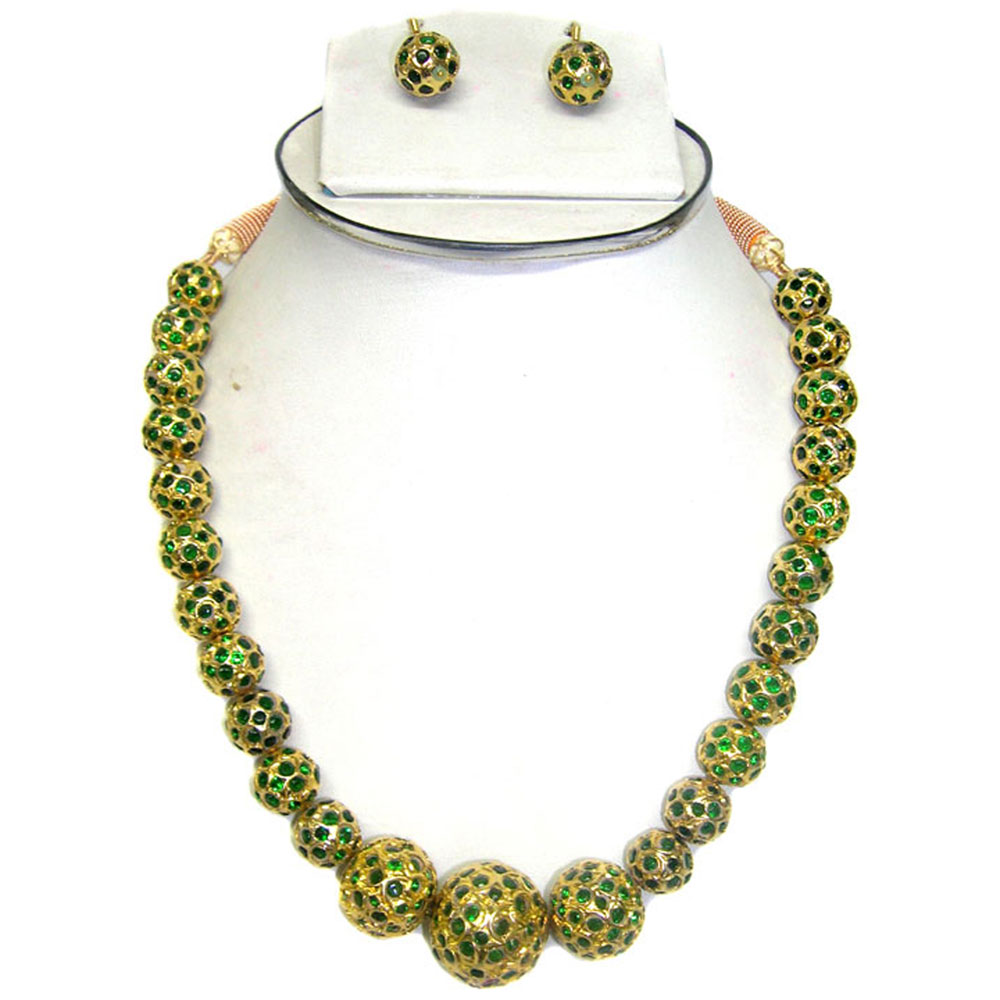 Hanging emerald ball necklace with earrings