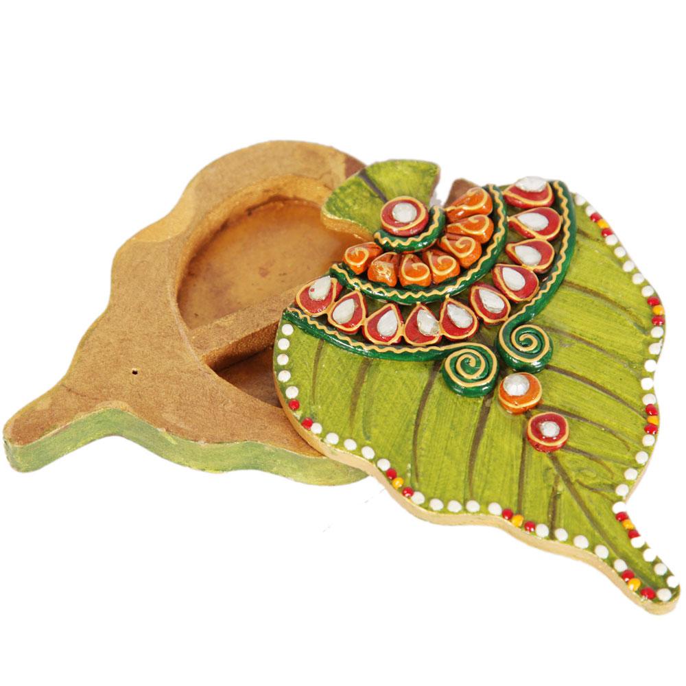 Leaf shaped chopra